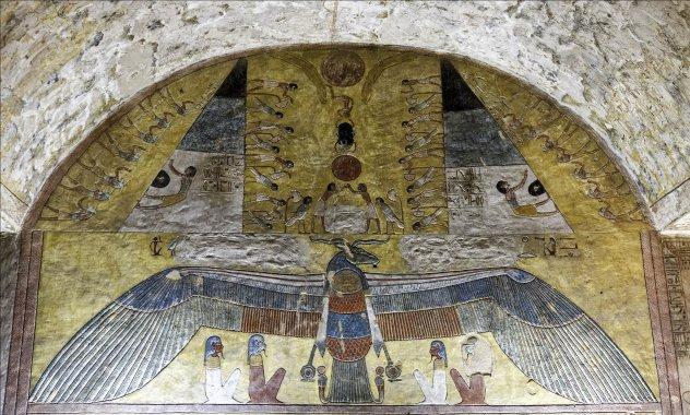 au-dessus d'un être ailé, la résurrection du Soleil sous trois formes :(...)